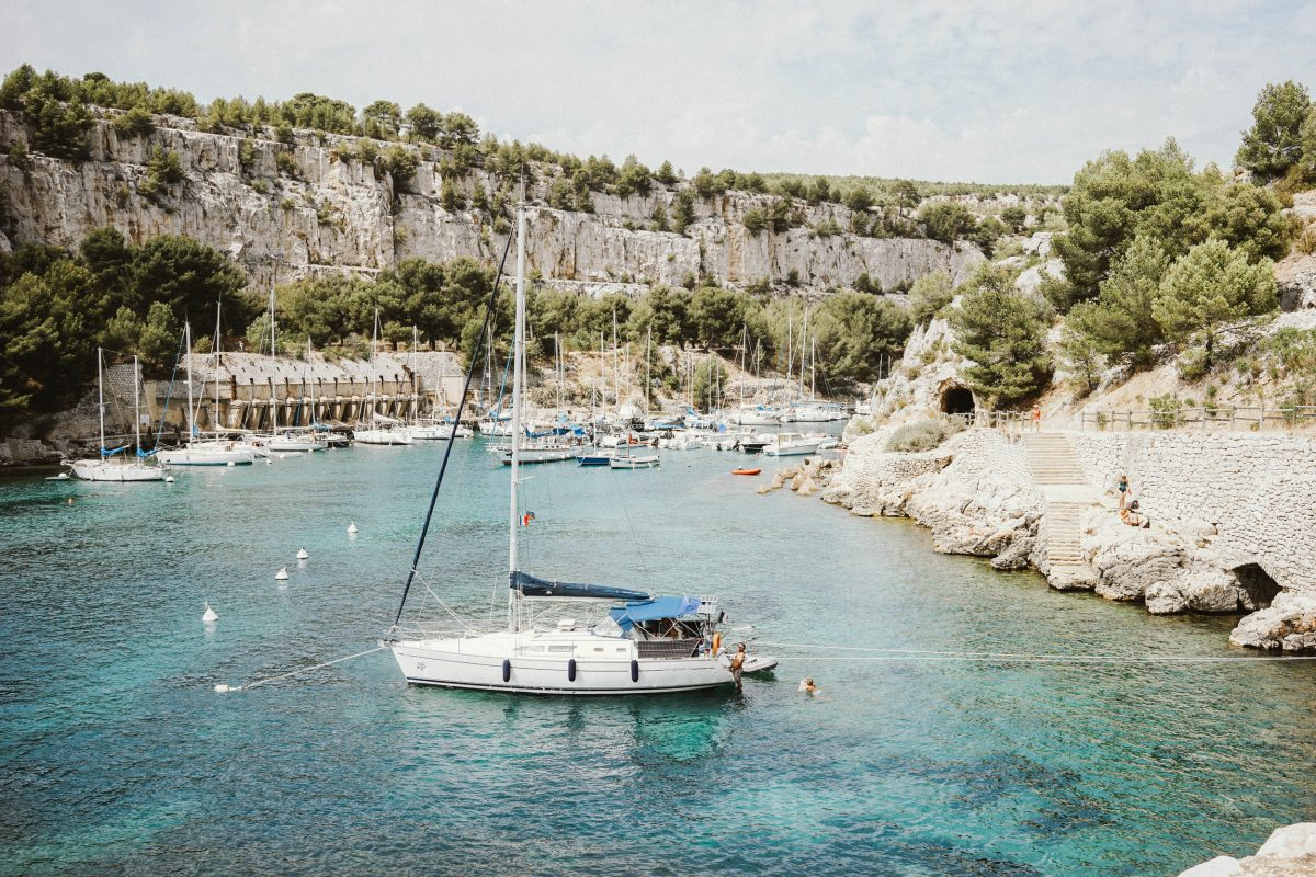 The ultimate guide to cassis france bon traveler for Cassis france hotels