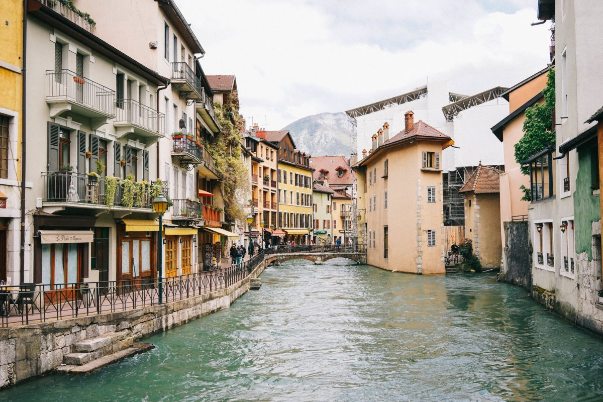 the place that stole my heart twice annecy france bon traveler. Black Bedroom Furniture Sets. Home Design Ideas