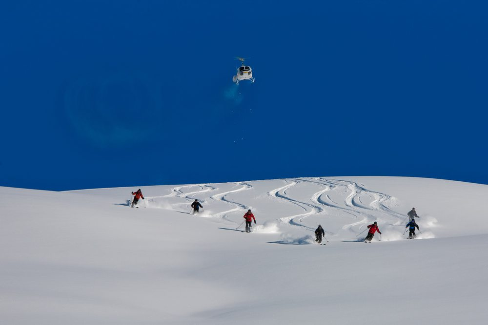 Via:http://www.alpaventure.fr/wp-content/uploads/2013/04/Robson-Helimagic-Powder-skiing-and-heli-skiing-in-Canadian-Rockies.jpg