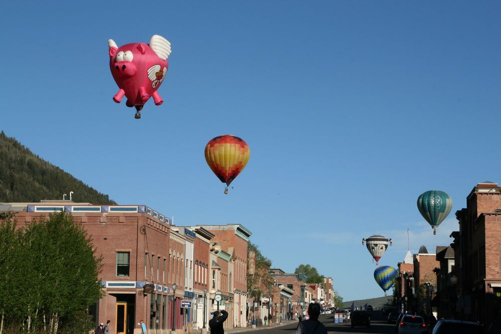 Via:http://www.tellurideinside.com/wp-content/uploads/2012/05/Balloons-Telluride-Main-Street1.jpg