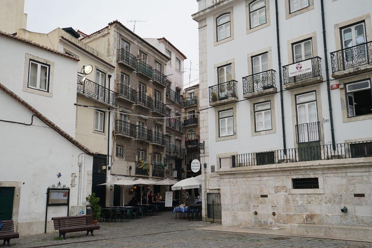 https://www.bontraveler.com/the-local-guide-to-artistic-lisbon/