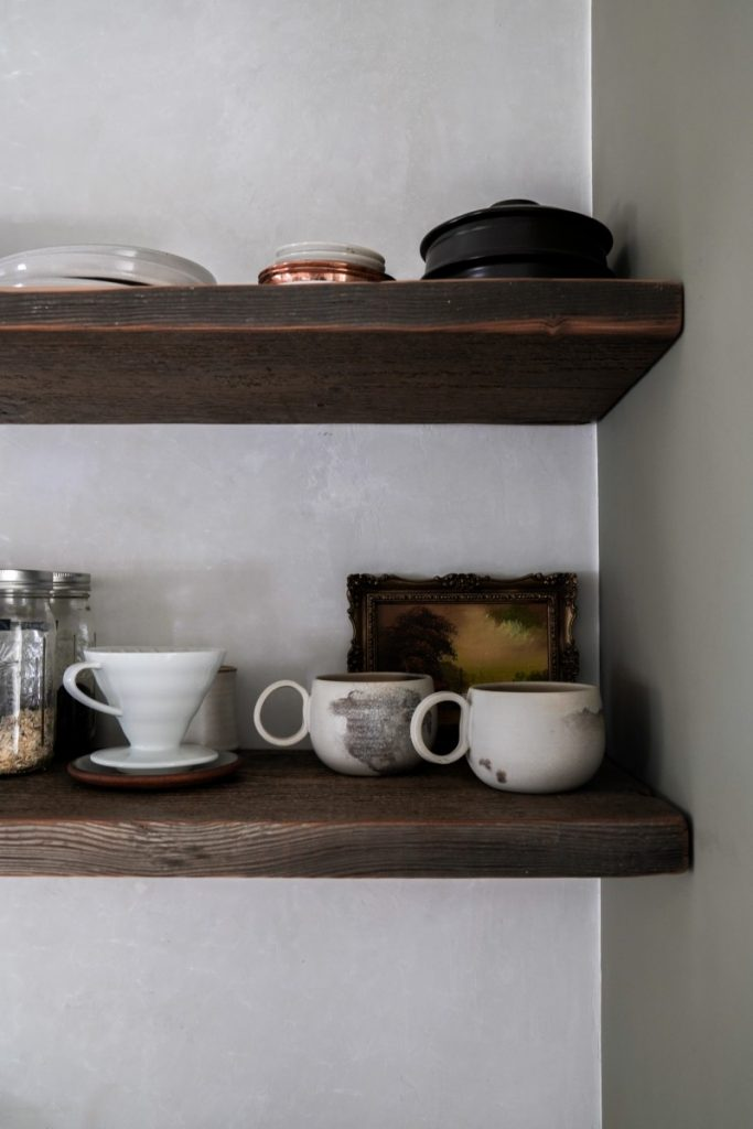 Tips for Styling Open Shelves in the Kitchen
