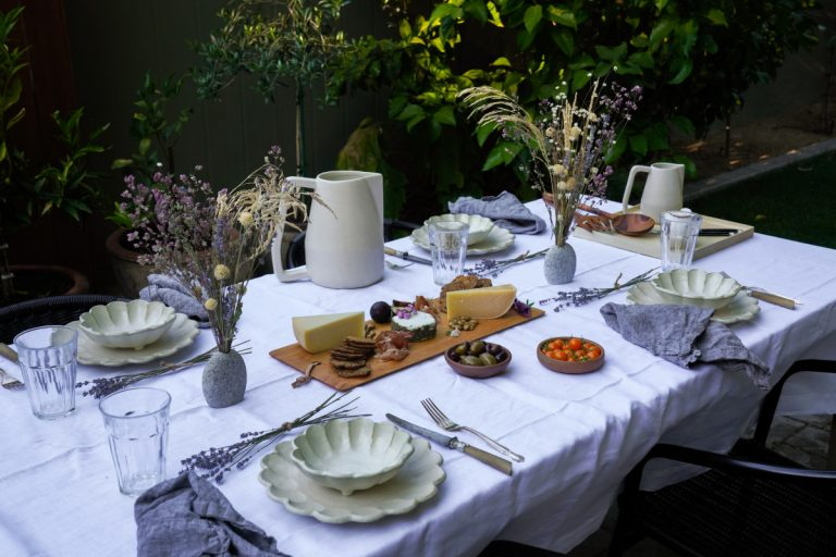 Summer-Inspired Outdoor Table Setting